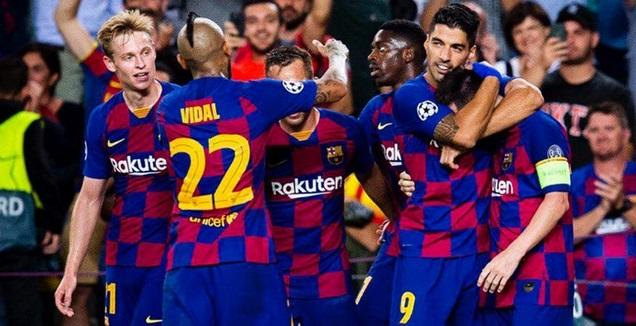 שחקני ברצלונה חוגגים (האתר הרשמי של ברצלונה) (מערכת ONE)