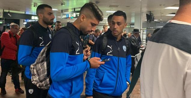 ערן זהבי, יונתן כהן ולואי טאהא בנמל התעופה באוסטריה (אסי ממן)