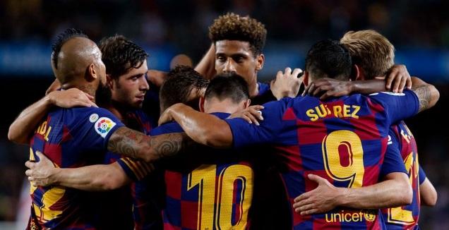 טודיבו חוגג עם שחקני ברצלונה (La Liga)