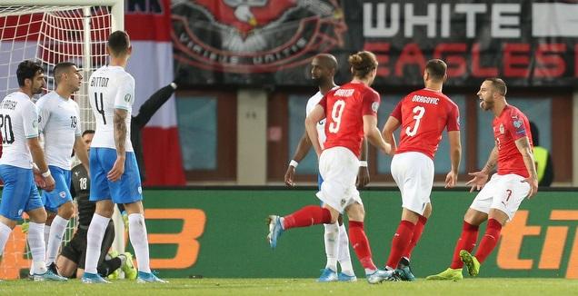 שחקני אוסטריה חוגגים את השער (רדאד ג'בארה)