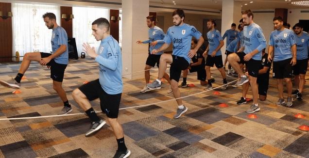 שחקני אורוגוואי מתאמנים במלון (טוויטר)