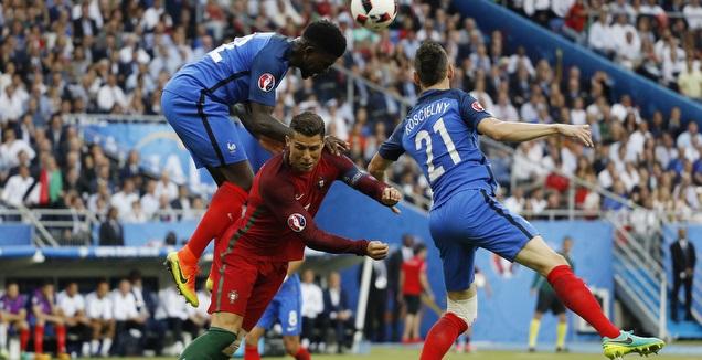 רונאלדו מול הצרפתים (רויטרס)