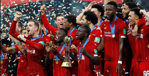 שחקני ליברפול חוגגים עם גביע העולם לקבוצות (רויטרס)