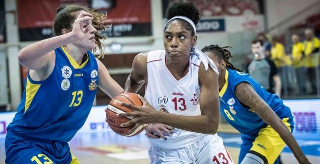קאדיג'ה קייב מול דרו אדלמן (עודד קרני, באדיבות מנהלת ליגת העל לנשים בכדורסל)