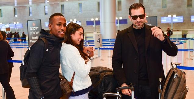 קינדה עם דהאן וזוגתו בנמל התעופה (חגי מיכאלי)