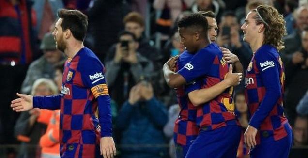 פאטי חוגג עם אלבה, גריזמן ומסי (La Liga)