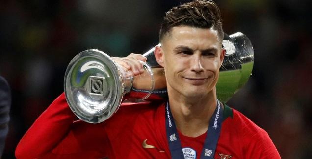 כריסטיאנו רונאלדו עם גביע האומות (רויטרס)