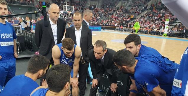 עודד קטש והנבחרת בפולין (חגי סגל, איגוד הכדורסל)