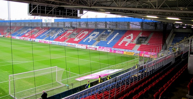 רשת המגן באצטדיון של ויקטוריה פלזן (פלזן רשמי)