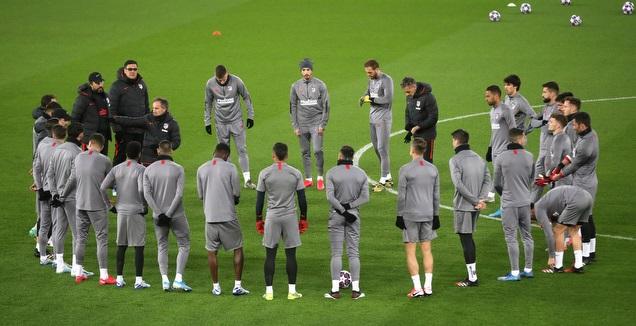 שחקני אתלטיקו מדריד בחימום לקראת ליברפול (רויטרס)