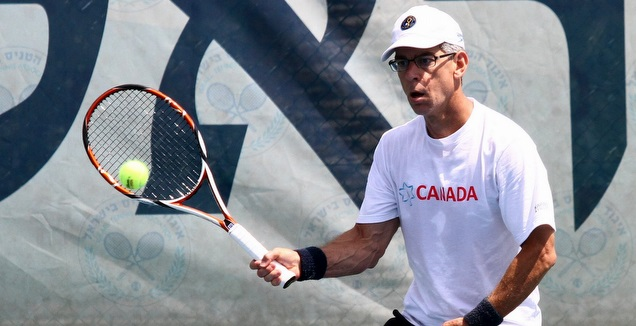 גולדהאר משחק טניס (שי לוי)
