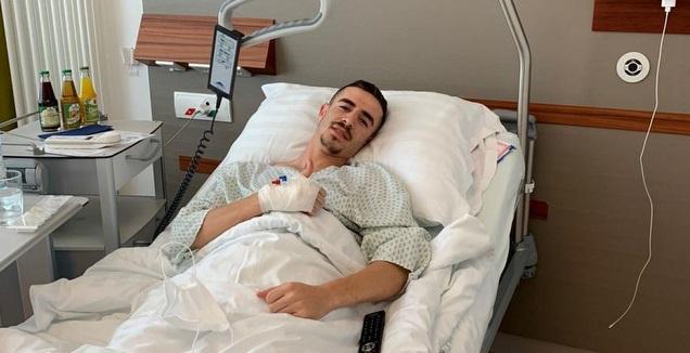 דולב חזיזה לאחר הניתוח (האתר הרשמי של מכבי חיפה)