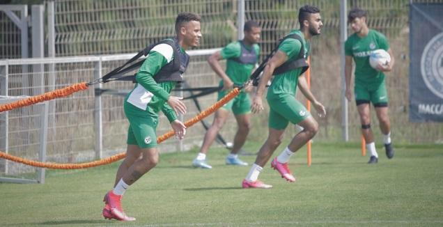 צ'ירון שרי ומוחמד עוואד באימון (האתר הרשמי של מכבי חיפה)