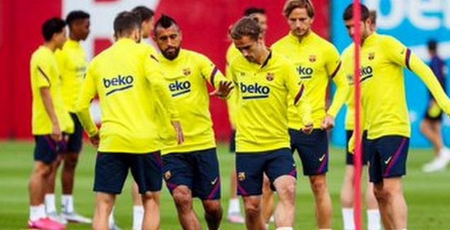 שחקני ברצלונה באימון (האתר הרשמי של ברצלונה)