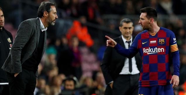 ליאו מסי בעימות עם מאמן מיורקה מורנו (רויטרס)