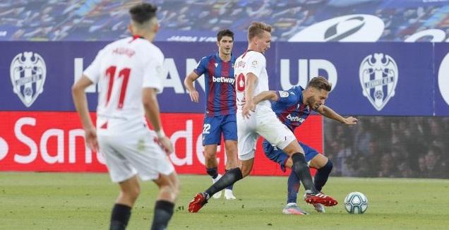 לוק דה יונג מנסה להשתלט (La Liga)