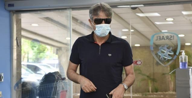 אלי אוחנה מגיע למשרדי ההתאחדות לכדורגל (נעם מורנו)