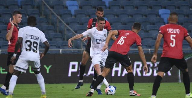 Idan Vered among Hapoel Haifa players (Omri Stein)