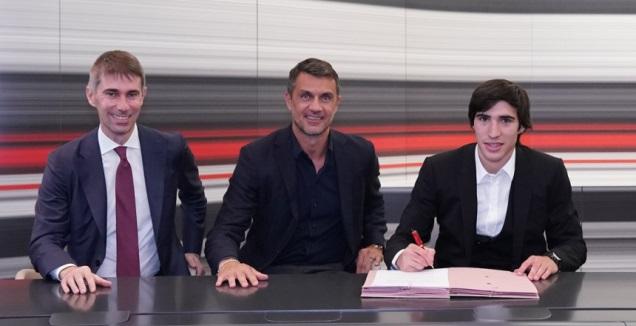 סנדרו טונאלי חותם במילאן (טוויטר)