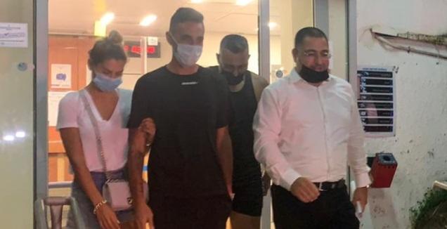 ערן זהבי יוצא מתחנת המשטרה בליווי אשתו ועורך דינו (אסי ממן)