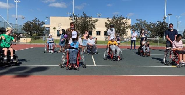 פעילות טניס כסאות הגלגלים לילדים בעכו (צילום: אלעד רוט)