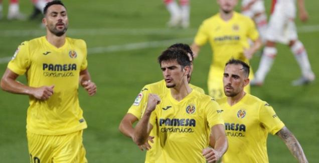 שחקני ויאריאל חוגגים עם ג'רארד מורנו (La Liga)