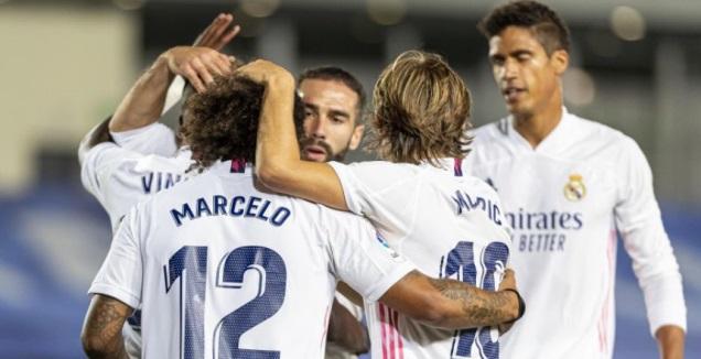 שחקני ריאל חוגגים עם ויניסיוס (La Liga)