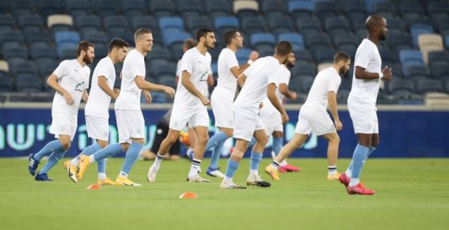 שחקני נבחרת ישראל בחימום (רדאד ג'בארה)