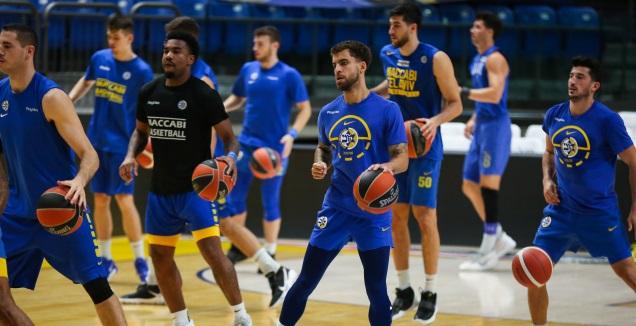 שחקני מכבי תל אביב באימון (איציק בלניצקי)