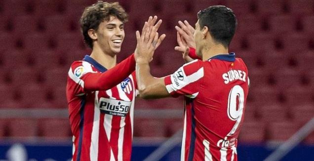 לואיס סוארס חוגג עם ז'ואאו פליקס (La Liga)