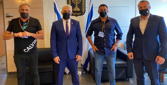 יואל רזבוזוב, יאיר לפיד, אמיר כהן ושמעון הדרי (מערכת ONE)