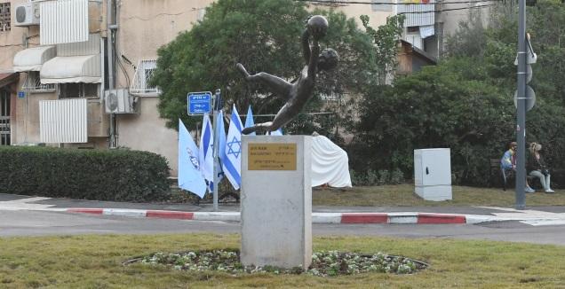הכיכר על שם אבי רן ז&qout;ל (עמרי שטיין)