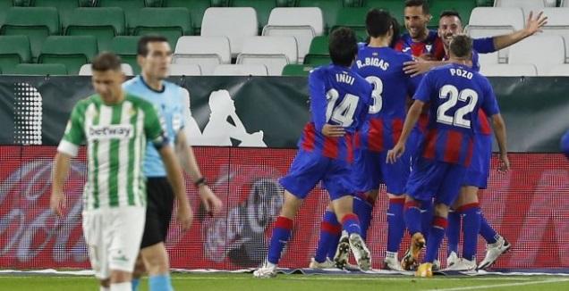שחקני אייבר חוגגים, חואקין מאוכזב (La Liga)