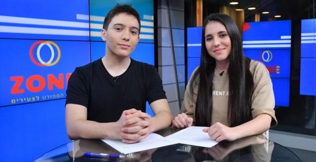 המגישים נועה סולומון ומיכאל ויינרב (חגי מיכאלי)