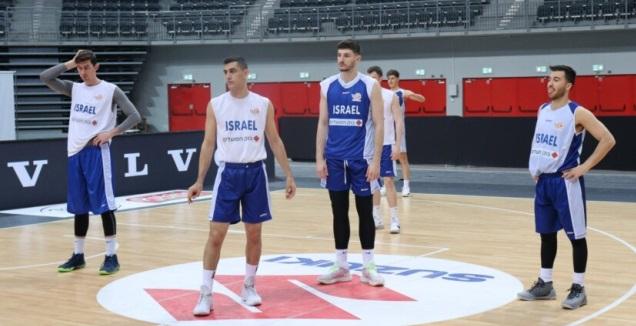 שחקני נבחרת ישראל באימון (איגוד הכדורסל) (מערכת ONE)