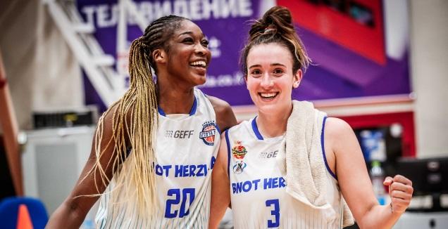 מייברי ומקאולי (באדיבות מנהלת ליגת העל לנשים בכדורסל)