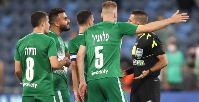 שחקני מכבי חיפה ורועי ריינשרייבר (רדאד ג'בארה)