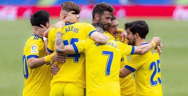 שחקני קאדיס חוגגים (La Liga)