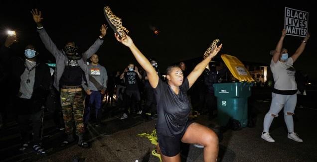 מחאות נגד המשטרה במינסוטה (רויטרס)