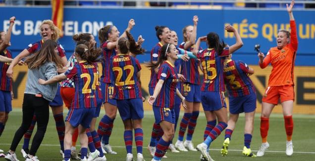 שחקניות ברצלונה חוגגות העפלה לגמר ליגת האלופות (רויטרס)