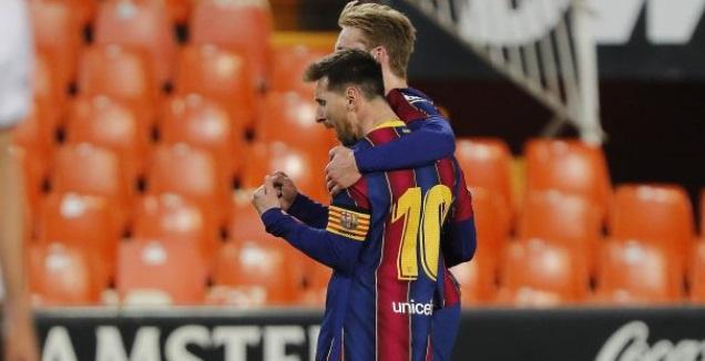 דה יונג ומסי חוגגים (La Liga)