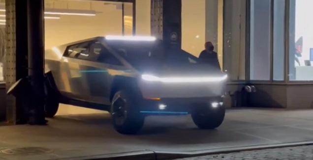 Tesla Cybertruck (צילום מסך)