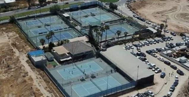 מרכזי הטניס והחינוך בבאר שבע (לילו צרפתי)