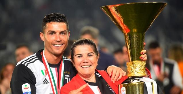 כריסטיאנו רונאלדו עם אמו (רויטרס)