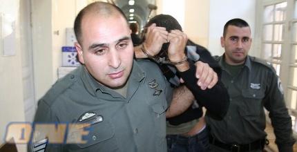 אחד החשודים מובל לדיון בהארכת מעצר אתמול (גיא בן זיו)