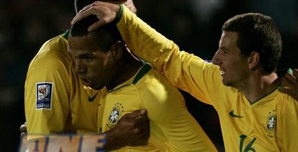 מברכים את פביאנו. ברזיל חוגגת ניצחון קליל (רויטרס)