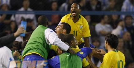 שחקני ברזיל חוגגים את הניצחון המתוק (רויטרס)