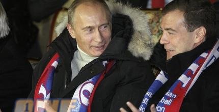 פוטין ומדבדב. ראש הממשלה נגד שאלקה? (רויטרס)