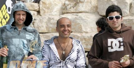 פיניש, קופטש וכהן עם הפרסים בסיום (בעז גורן)