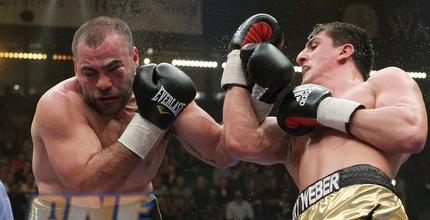 נקש (משמאל) במהלך הקרב מול האק (GettyImages)